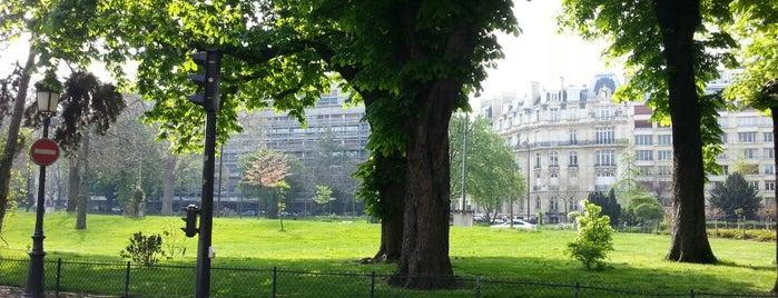 Jardins de l'Avenue Foch is one of Les parcs et jardins accessibles aux chiens.
