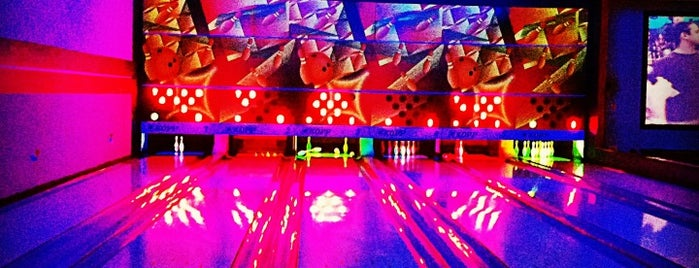 Bowling House is one of Locais curtidos por Paulo.