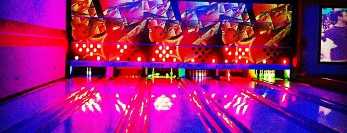 Bowling House is one of Locais curtidos por Paulo.