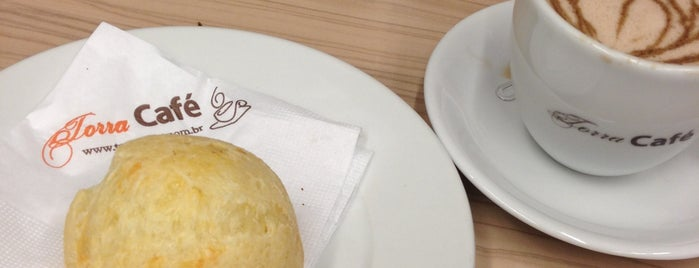 Torra Café is one of Lieux qui ont plu à Fernando.