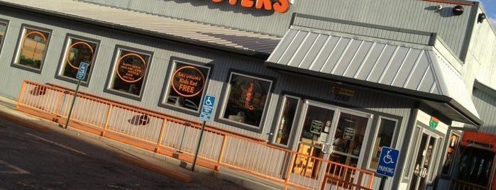 Hooters is one of Ikeさんの保存済みスポット.