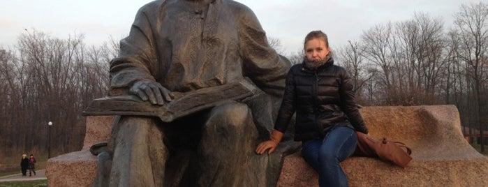 Пам'ятник Максиму Рильському is one of Illia : понравившиеся места.