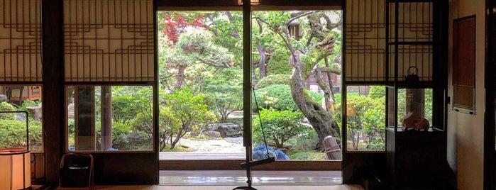 Tokyo Shiba Tofuya Ukai is one of Tempat yang Disukai Brandon.
