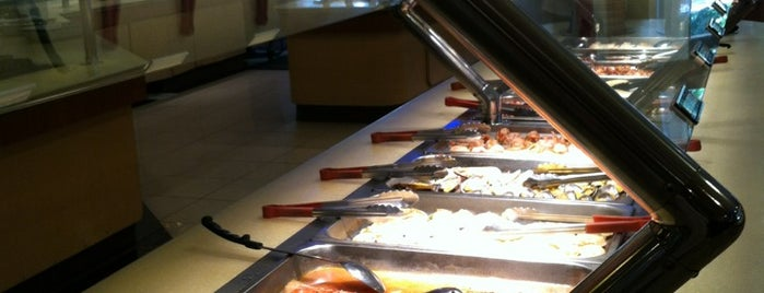 Natsumi Sushi & Seafood Buffet is one of สถานที่ที่ Jase ถูกใจ.