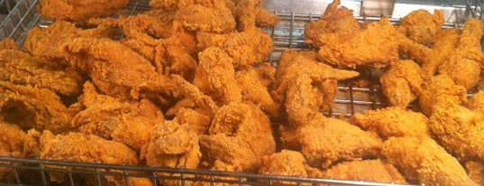 Popeyes Louisiana Kitchen is one of Dustin Toddさんのお気に入りスポット.