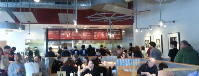 Chipotle Mexican Grill is one of Locais curtidos por Thy.