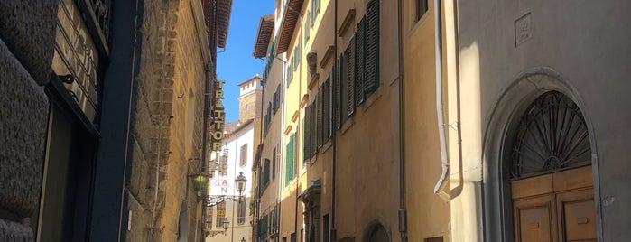 Oliviero is one of Firenze.
