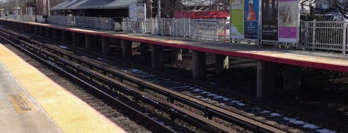 LIRR - Farmingdale Station is one of Tim 님이 좋아한 장소.