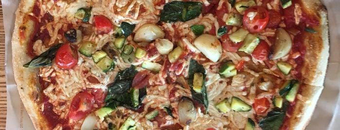 Blaze Pizza is one of Lieux qui ont plu à Parker.