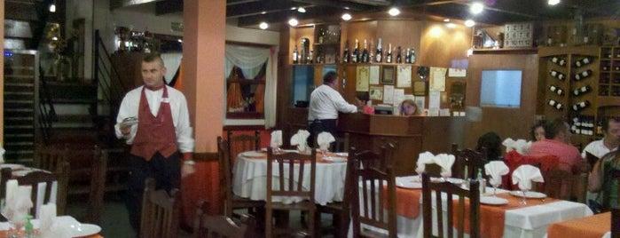 Restaurante La Gran Familia is one of Resto Y Pizzerias San Bernardo.