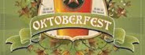 Oktoberfest @ Shirlington is one of Emma'nın Beğendiği Mekanlar.