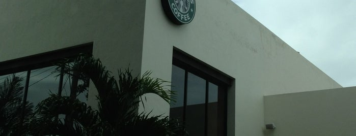 Starbucks is one of Leoさんのお気に入りスポット.