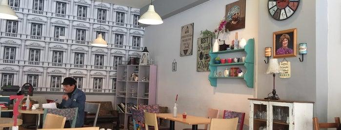 Molly's Café is one of Orte, die Sofia gefallen.