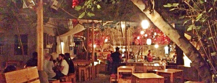 six d.o.g.s is one of Must-visit Bars in Αθήνα.