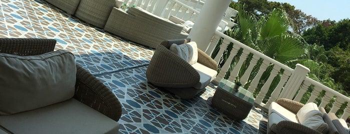 Rubi Platinum Resort & Spa Resorts Lobby Bar is one of สถานที่ที่ Kursat ถูกใจ.