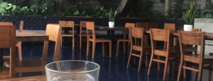 Family Bonds Cafe is one of Locais curtidos por Kevin.