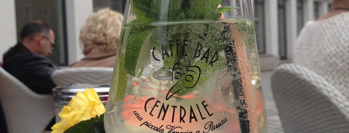 Cafe Bar Centrale is one of Michael 님이 저장한 장소.