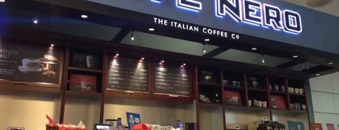 Caffè Nero is one of สถานที่ที่ Rafet ถูกใจ.