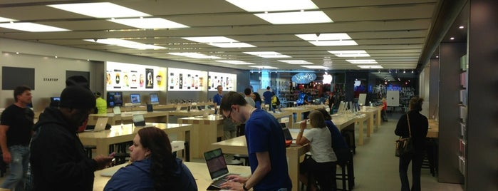 Apple Anchorage 5th Avenue Mall is one of Apple Stores US West.