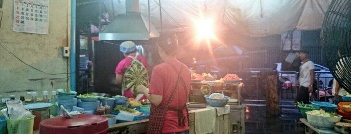 ร้านอาหารตามสั่ง @ ตลาดวงเวียนใหญ่ is one of Orte, die Ekarat gefallen.