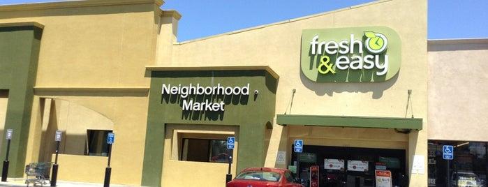 Fresh & Easy Neighborhood Market is one of Locais curtidos por Christine Danielle.