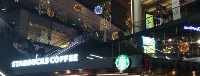 Starbucks is one of Locais curtidos por Marina.