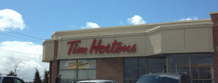 Tim Hortons is one of Locais curtidos por Luisa.