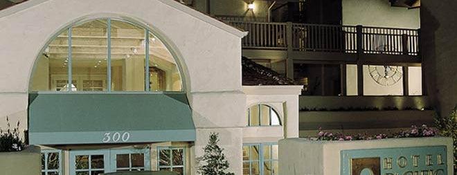 Hotel Pacific is one of Orte, die Lori gefallen.