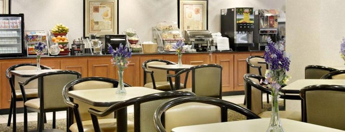Holiday Inn Express & Suites Baltimore - BWI Airport North is one of Posti che sono piaciuti a Alberto J S.