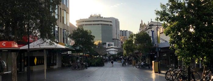 Oxford Street Mall is one of สถานที่ที่ Phil VG ถูกใจ.