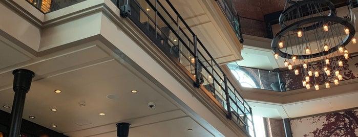 Liberty Bar is one of Tempat yang Disukai Amanda.