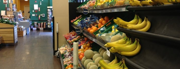 Fresh & Easy Neighborhood Market is one of Lugares favoritos de Rosana.