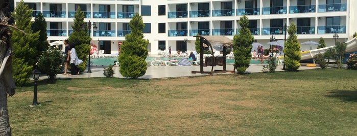 Grand Çınar Hotel is one of HOLYDAYS.