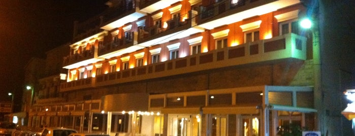 Samos City Hotel is one of Posti che sono piaciuti a Mertesacker.