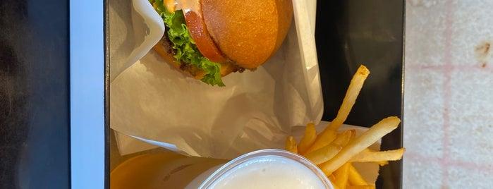 Henry's Burger is one of Locais salvos de Greg.