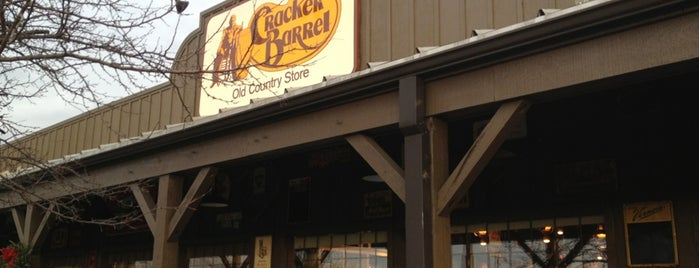 Cracker Barrel Old Country Store is one of สถานที่ที่ Nicholas ถูกใจ.