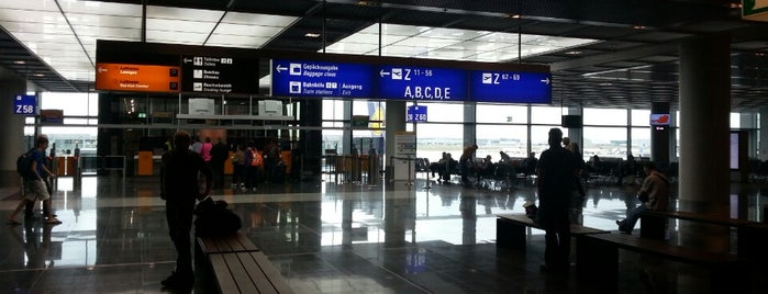 Frankfurt Havalimanı (FRA) is one of Airports (around the world).