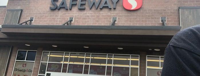 Safeway is one of สถานที่ที่ Noemi ถูกใจ.