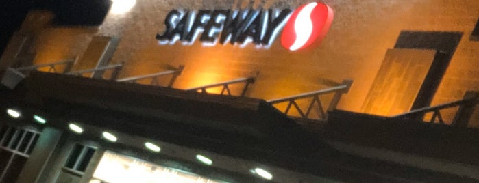Safeway is one of Usajさんのお気に入りスポット.