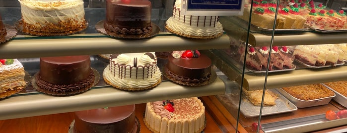 Martha's Country Bakery is one of Lugares favoritos de Ashley.