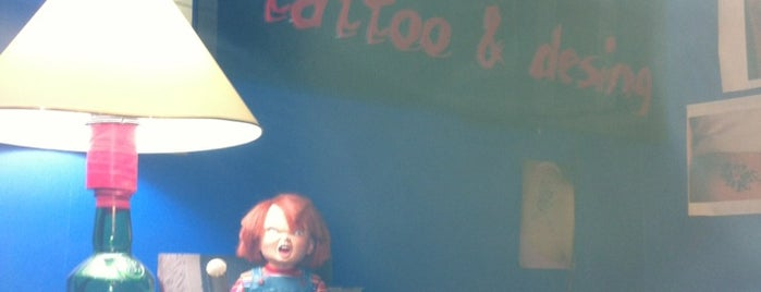 Chucky Tattoo is one of Locais curtidos por Erkut.