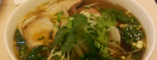 Pho 13 is one of Resto a faire.
