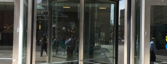 U.S. Bancorp Center is one of Tempat yang Disukai Alan.