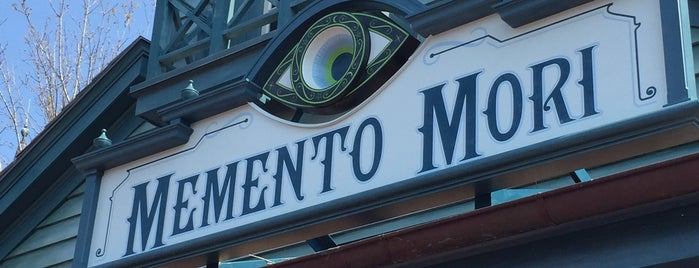 Memento Mori is one of Locais curtidos por Lindsaye.