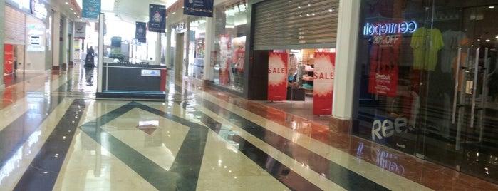 Maadi City Center is one of Orte, die Ahmed gefallen.