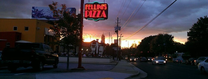Fellini's Pizza is one of Tempat yang Disimpan Topher.