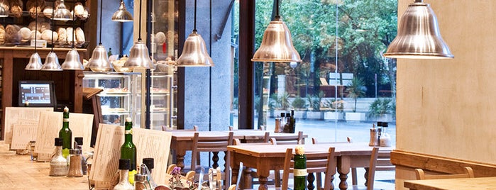 Le Pain Quotidien is one of Comer en Madrid.