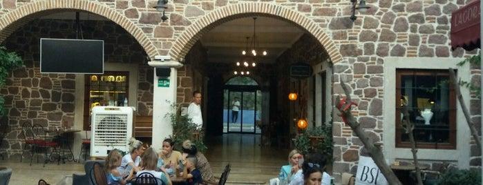 L'agora Old Town Cafe is one of Kemeraltı ve Çevresi.