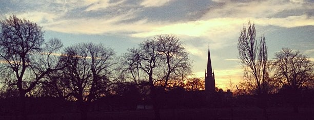 Clissold Park is one of Lugares favoritos de Kurt.