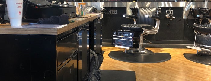 Floyd's 99 Barbershop is one of Chris'in Beğendiği Mekanlar.